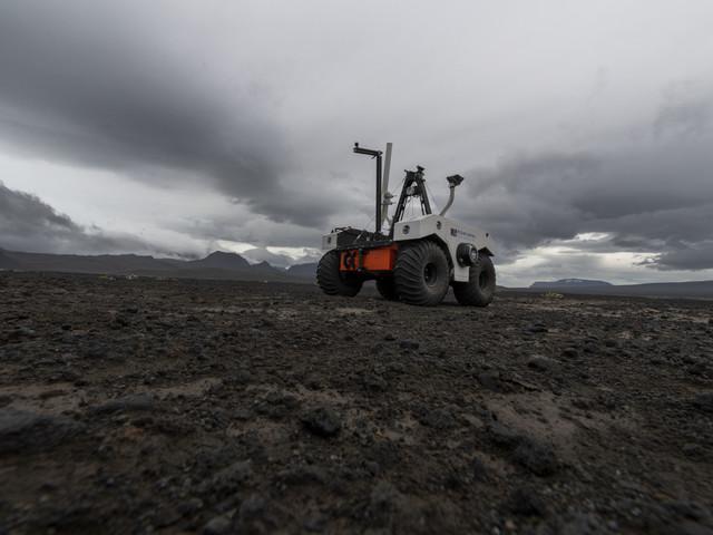 Islande : avant d'aller sur Mars, la Nasa teste un robot sur un champ de lave