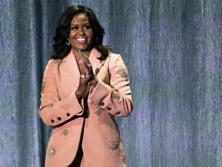 A Paris, Michelle Obama fait rire et inspire