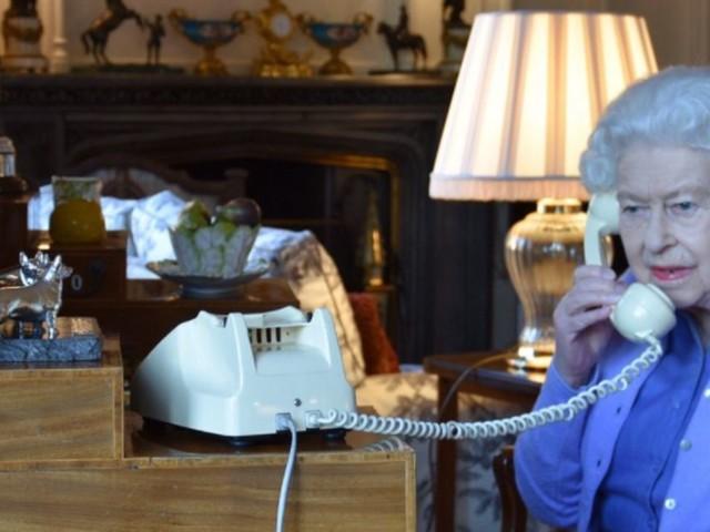 L'appel entre la Reine Elisabeth et Boris Johnson vaut le détour(nement)