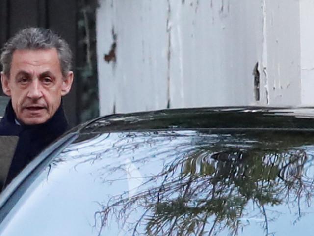 """Garde à vue """"humiliante"""" de Nicolas Sarkozy, autorisation de dormir chez lui... traitement de faveur ou de défaveur pour Sarkozy?"""