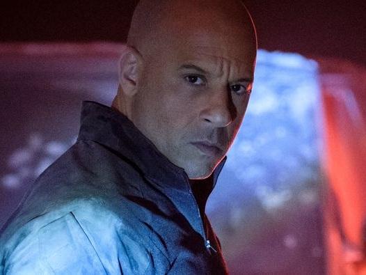 Bloodshot : Vin Diesel montre ses muscles et veut tout flinguer sur une affiche fumante