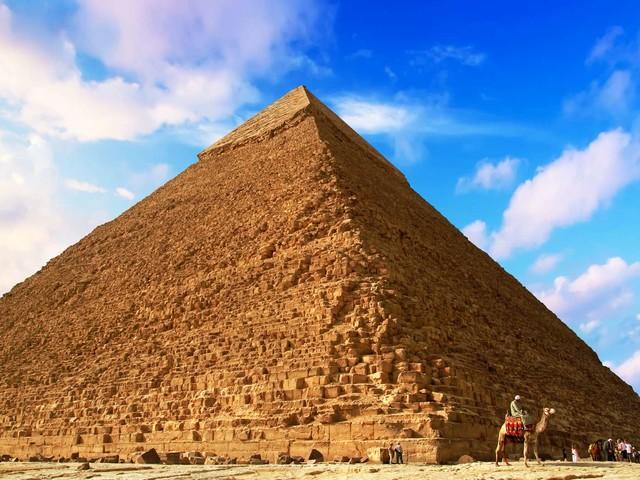 Et si la pyramide de Khéops cachait… un trône de fer ?