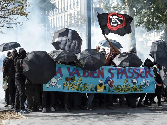 """""""Gilets Jaunes"""" : 1.800 manifestants à Nantes, des heurts avec la police"""