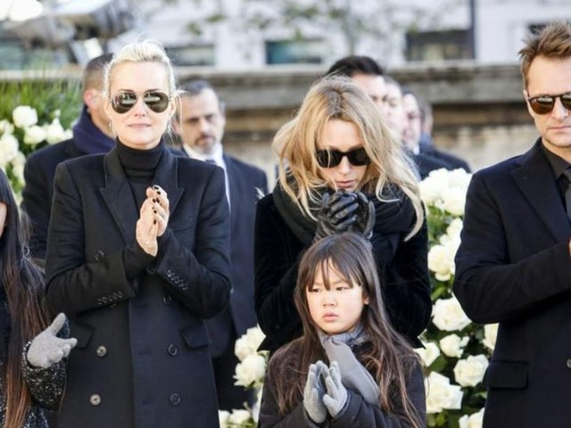 Contre toute attente, Laeticia Hallyday abandonne les poursuites face à Laura et David