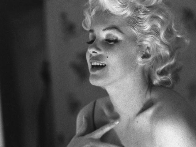 Beauté : Le « N°5 » de Chanel a 100 ans, retour sur ses publicités mythiques