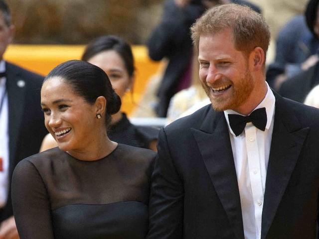 Prince Harry et Meghan Markle : critiqués sur leur train de vie, ils décident de manger dans un pub pour... 17 euros !