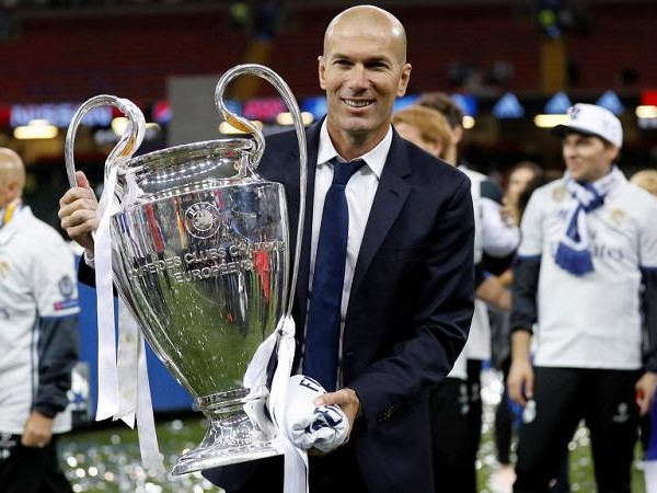 Zidane returns to Real Madrid's training pitch