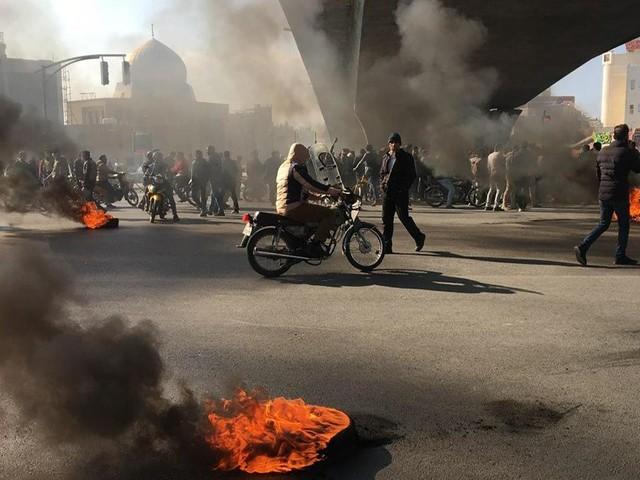 L'Iran touché par une vague de mécontentement après une hausse du prix de l'essence
