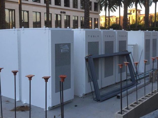 Tesla Powerpacks : le stockage pour réduire la facture énergétique d'un immeuble