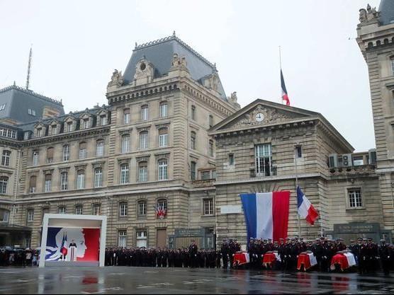 Attentat à la préfecture de Paris: 5 interpellations dans l'entourage du tueur