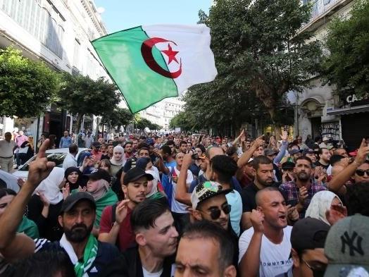 Algérie : la police empêche la marche étudiante, une première depuis février