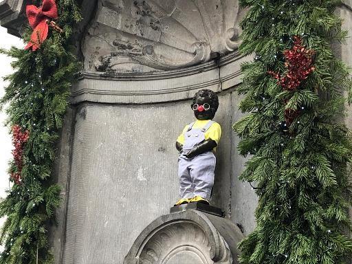 Manneken Pis revêt son costume de Coluche pour le 34e anniversaire des Restos du coeur
