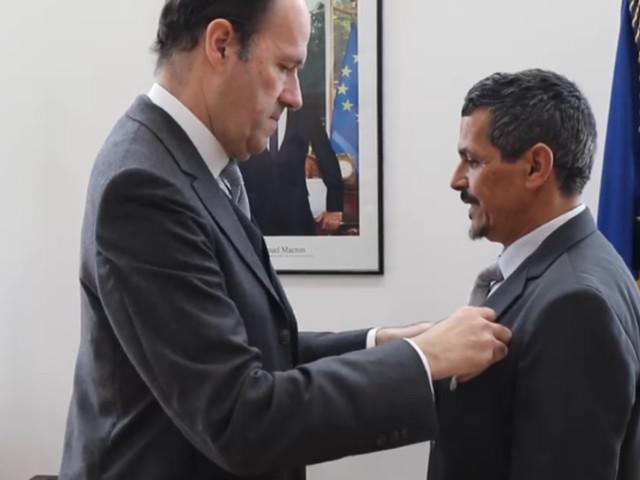 Un technicien de l'ambassade de France au Maroc reçoit la médaille d'honneur du travail