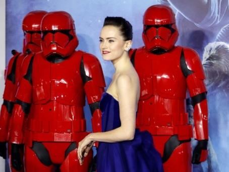 """La Force est encore et toujours avec """"Star Wars"""" au box-office nord-américain"""