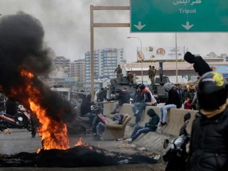 Liban: les manifestants déterminés malgré une attaque des proHezbollah