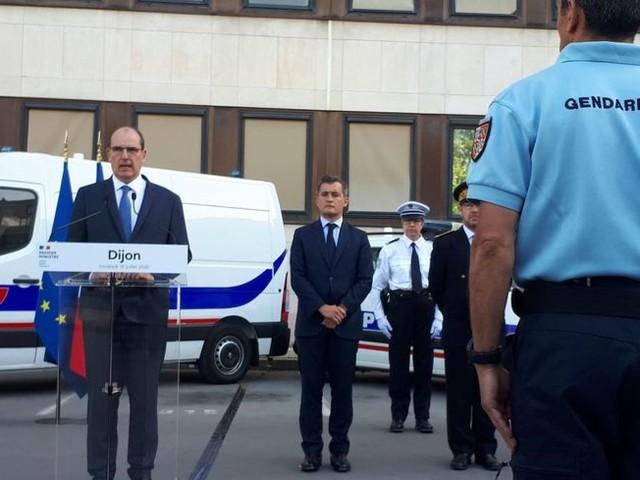 PHOTOS - En déplacement à Dijon, Jean Castex promet des renforts de police pour la rentrée