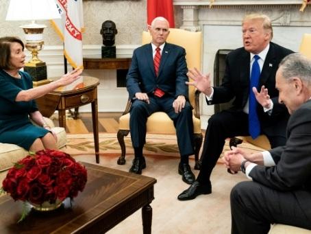Trump réclame son mur, le ton monte dans le Bureau ovale