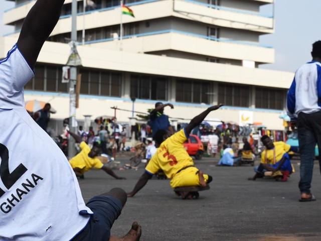[Vidéo] Au Ghana, le skate soccer offre une vie après la polio