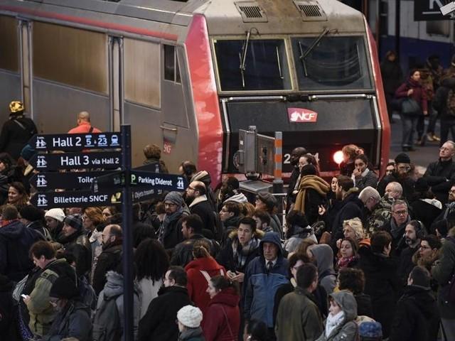 DIRECT. Grève du 13 décembre : suivez la journée de mobilisation à la RATP et à la SNCF en temps réel et les perturbations dans les écoles et les crèches