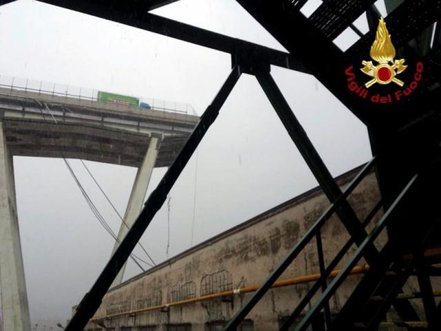 Lourd bilan redouté après l'effondrement d'un pont en Italie