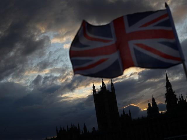 """Johnson va dissoudre le parlement, promettre de """"réaliser le Brexit"""""""