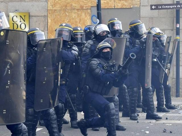 Interdiction de la grenade GLI-F4 : le gouvernement change-t-il de ton sur les violences policières?