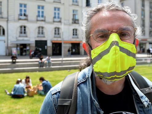 """En France, quelques centaines de gilets jaunes bravent l'interdiction de manifester: """"Il faudra compter avec nous ces prochaines semaines"""""""