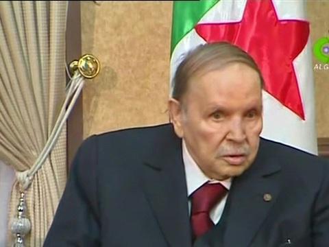 Algérie: Bouteflika confirme qu'il restera président bien après l'expiration de son mandat