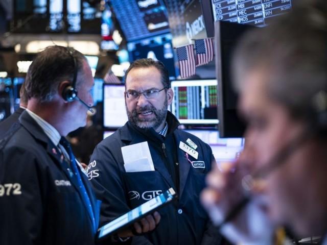 Wall Street passe dans le rouge, fragilisée par le commerce