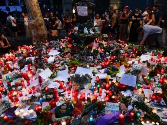 Attentats en Espagne: la police sur la piste d'une cellule d'une douzaine de personnes