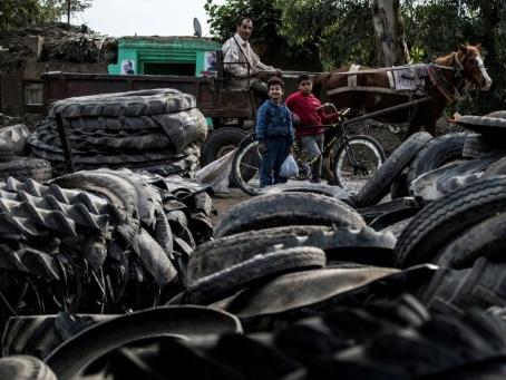 Un village égyptien recycle des pneus pour joindre les deux bouts