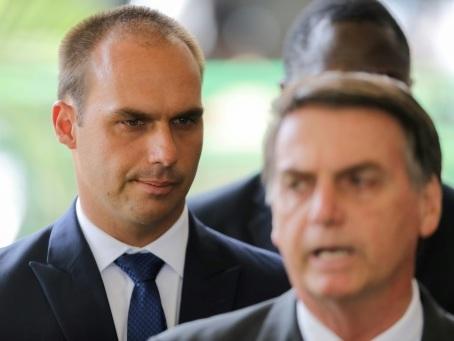 Brésil: Bolsonaro songe à nommer un de ses fils ambassadeur aux Etats-Unis