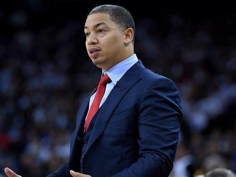 NBA: Cleveland s'enfonce, Golden State rebondit