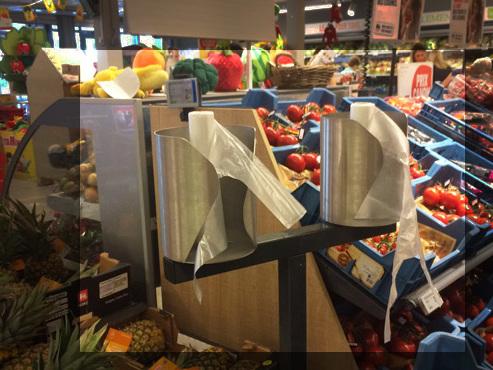 Les supermarchés en Belgique n'abandonnent PAS les sacs en plastique au rayon des fruits et légumes: voici leur stratégie