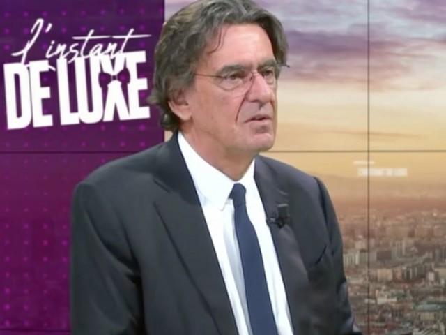"""Luc Ferry """"n'arrive pas à vivre"""" avec plus de 3000 euros de retraite par mois"""