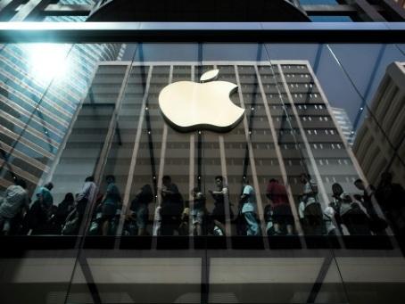 """Apple accusé en Chine de """"complicité"""" avec les """"émeutiers"""" de Hong Kong"""