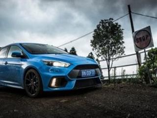 Ford Focus RS : à la découverte d'une route de montagne perdue en Chine