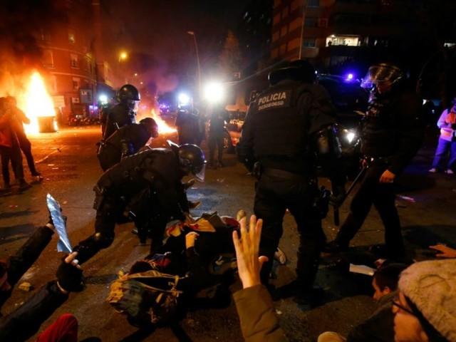 Affrontements entre police et indépendantistes en marge du Clasico à Barcelone: 21 blessés