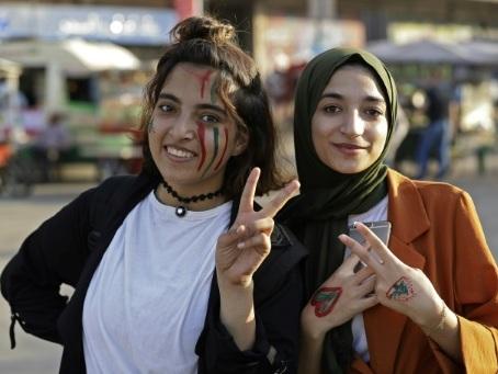 A Tripoli, les lycéens libanais mènent la contestation dans une ambiance de carnaval