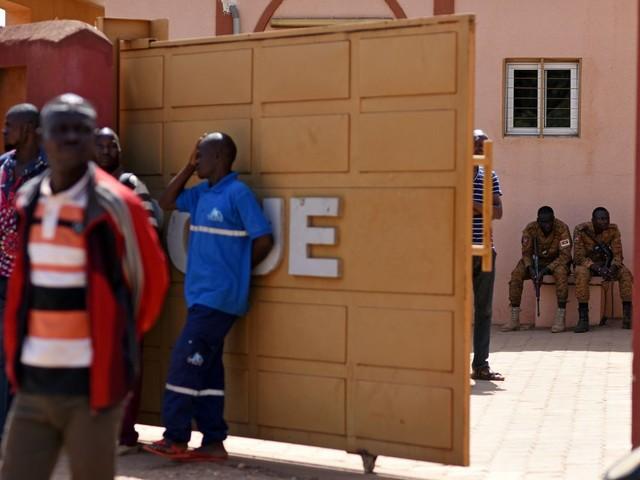 """""""Il y a eu tant de morts"""" : des rescapés de l'attaque au Burkina témoignent"""