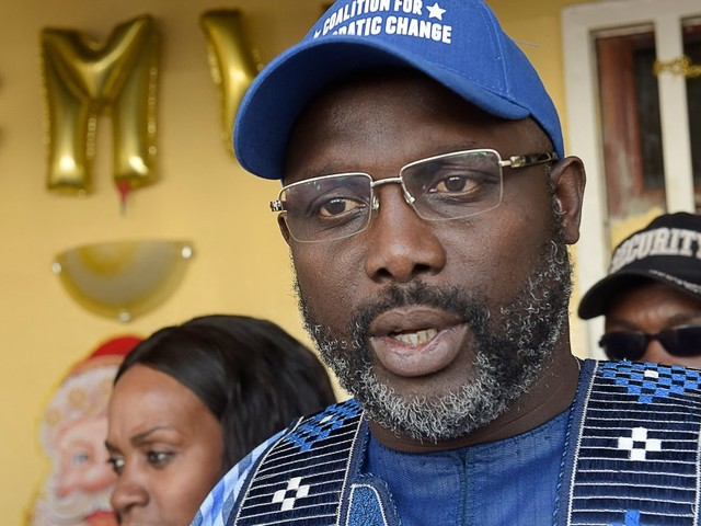 George Weah, ancienne star du football, largement élu président du Liberia
