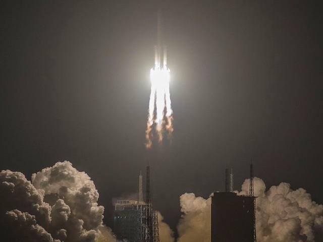 La Chine lance une fusée Longue Marche-5, étape clé pour une mission sur Mars