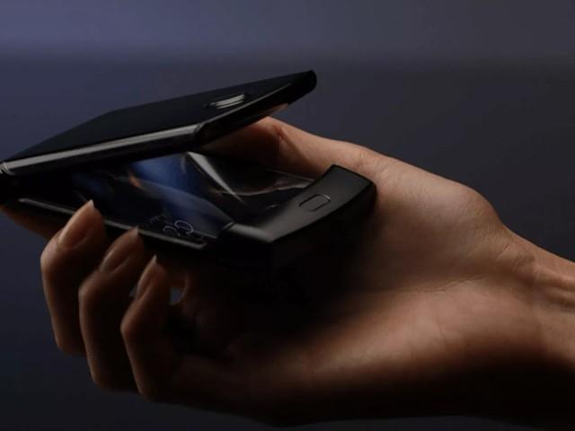 Le smartphone pliable RAZR de Motorola apparaît et semble excitant