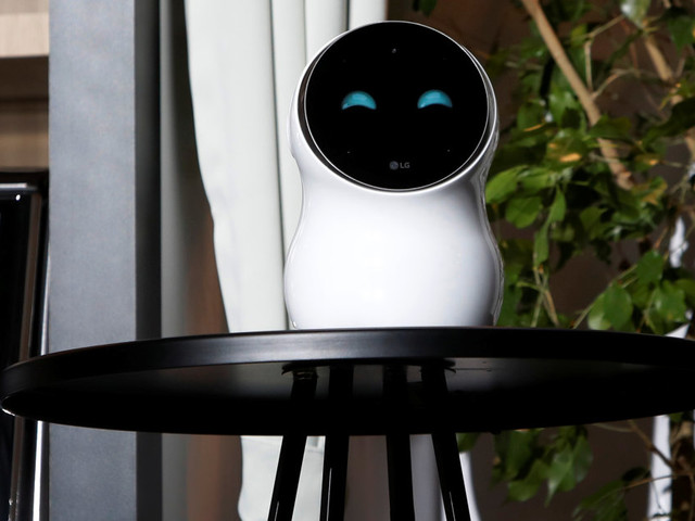Au CES 2018, le robot de LG CLOi échoue lamentablement sur scène