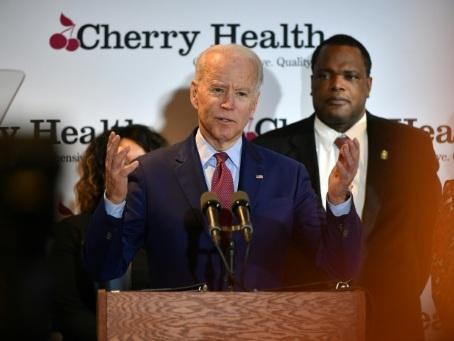Primaires démocrates: Biden gonflé à bloc à la veille de son duel avec Sanders