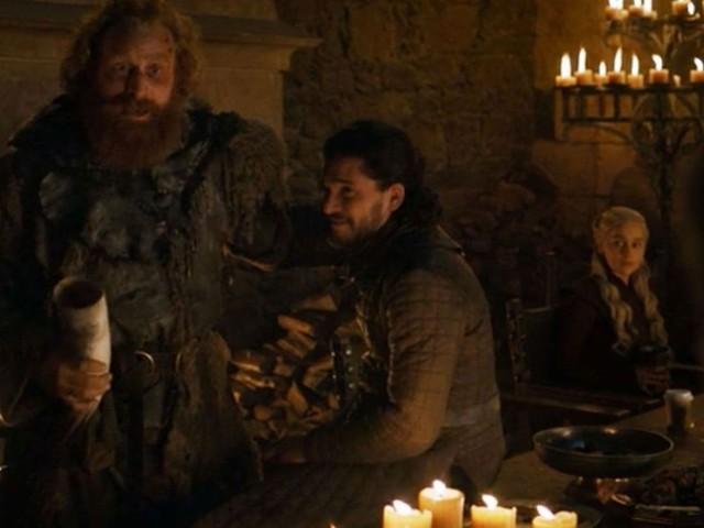 """""""Game of Thrones"""" : Emilia Clarke révèle à qui appartenait le gobelet oublié"""