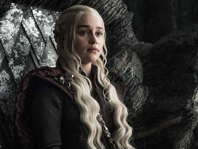 Game of Thrones : Emilia Clarke révèle enfin à qui appartenait le gobelet Starbucks