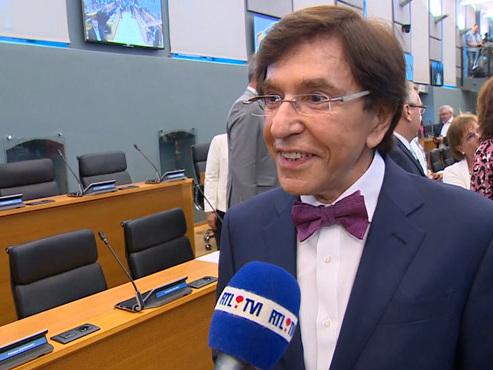 """Elio Di Rupo à nouveau ministre-président wallon: """"On peut faire rebondir la Wallonie"""" (vidéo)"""