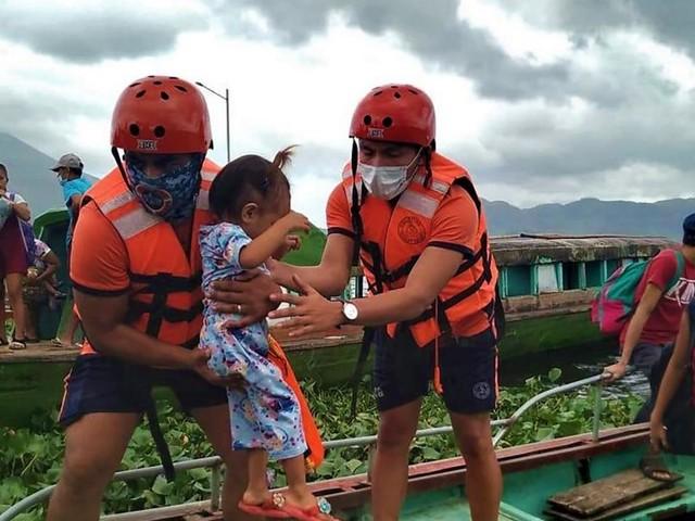 Philippines : un million de personnes évacuées à l'approche du typhon Goni