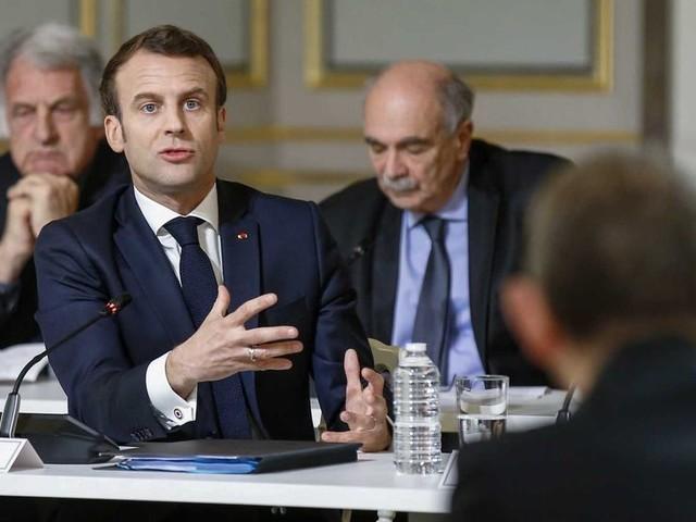 Sciences : Emmanuel Macron interpellé sur le décrochage de la recherche française